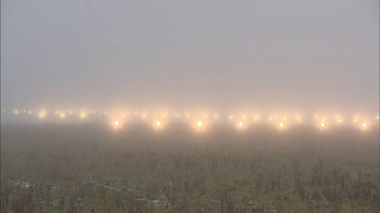 Mist op Eindhoven Airport. (Archieffoto)
