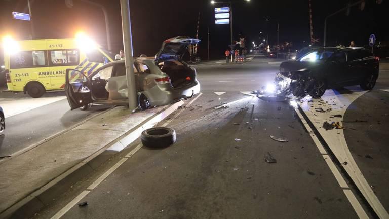Het ongeluk zorgde voor een ravage op de kruising. (Foto: SQ Vision Mediaprodukties)