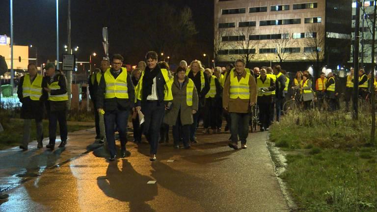 De stoet van 'gele hesjes' in Breda (foto: Raoul Cartens)