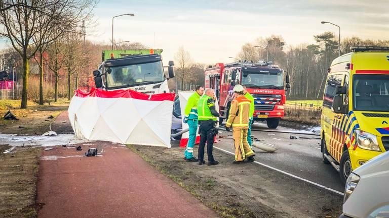 Het ongeluk gebeurde aan de Anthony Fokkerweg in Eindhoven. (Foto: Sem van Rijssel/ SQ Vision)