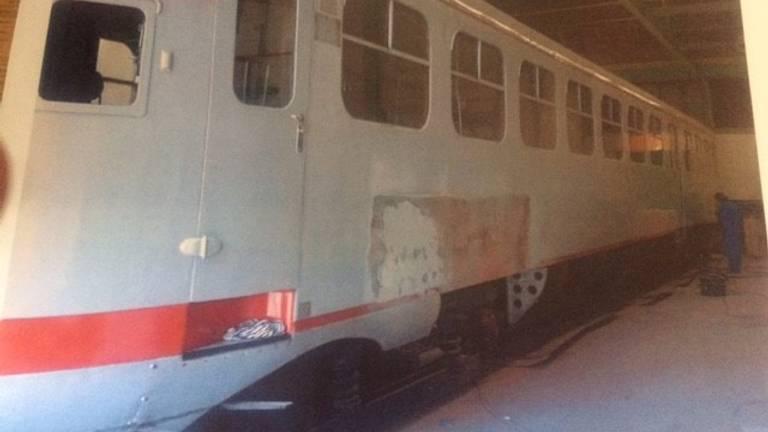Een van de treinen die door chroom-6 slachtoffers in Tilburg is geschuurd (archieffoto).