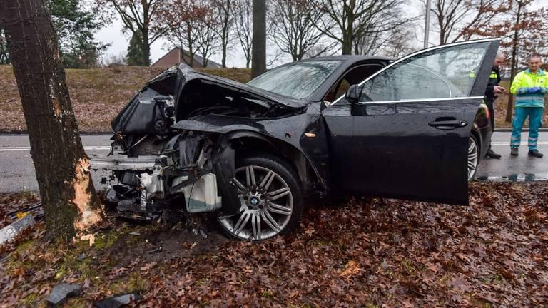 De auto raakte zwaar beschadigd. (Foto: Stuve Fotografie)