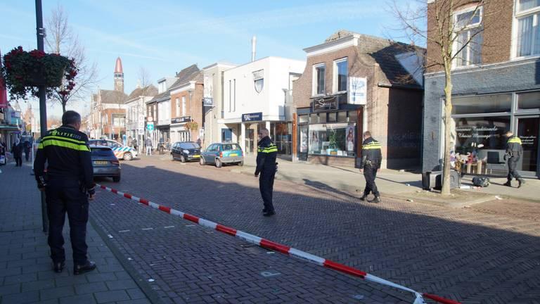 De man mishandelde 4 agenten en vernielde 2 auto's. (Foto: Erik Haverhals)