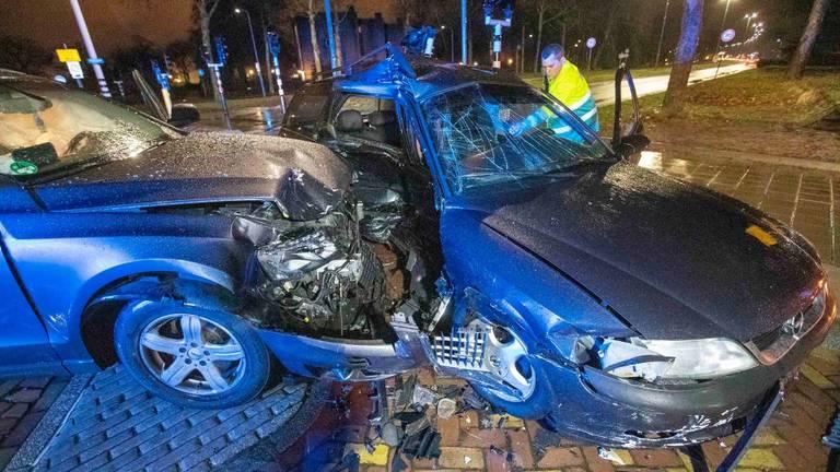 Flinke schade bij beide auto's (Foto: Dave Hendriks/SQ Vision Mediaprodukties)