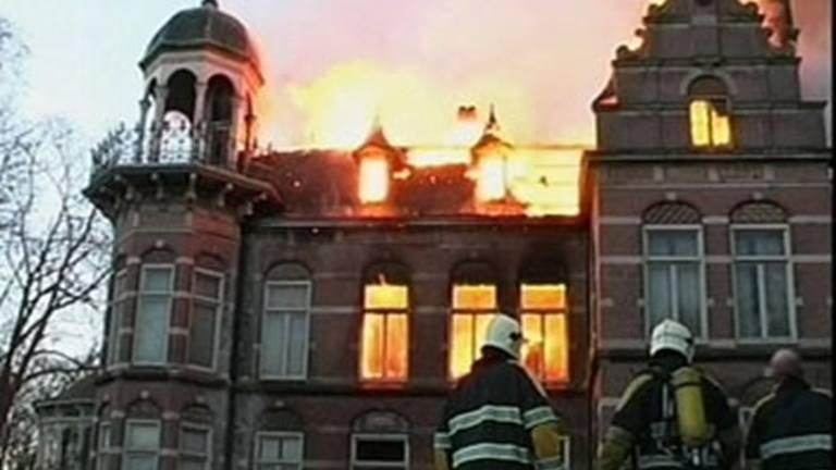 De brand waarbij Ewald Marggraff in 2003 om het leven kwam. (Archieffoto)