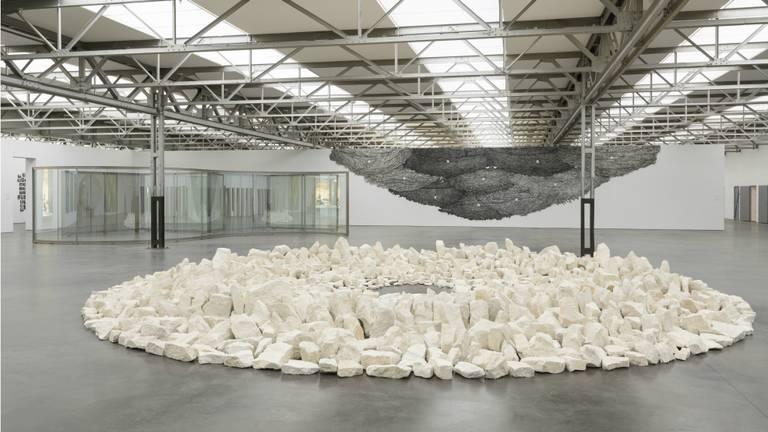 Dit is het kunstwerk van Richard Long dat veel bezoekers van De Pont nog wel kennen. Richard Long, Planet Circle (1991), collectie De Pont museum, Tilburg.