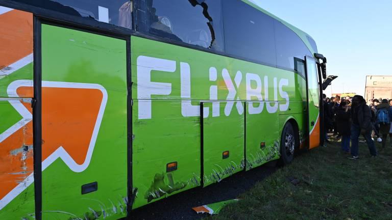 In de bus die bij het ongeluk betrokken was, zaten veel jongeren. (Foto: Tom van der Put/ SQ Vision)