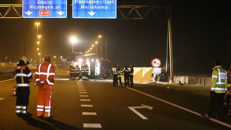 Verschillende hulpdiensten werden opgeroepen na het ongeluk (foto: Bart Meesters/Meesters Multi Media).
