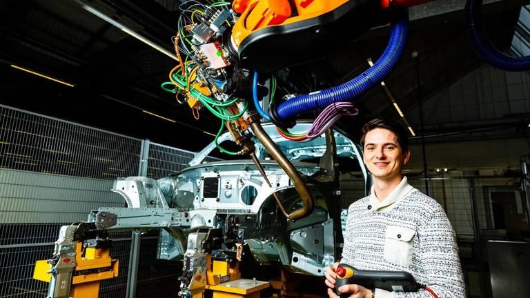 Een robot van VDL Steelweld in Breda in de automobielindustrie. (foto: VDL Steelweld)