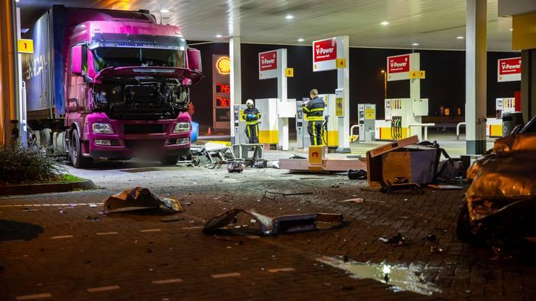 Ravage bij het tankstation aan de A58 bij Zegge (Foto: Christian Traets)