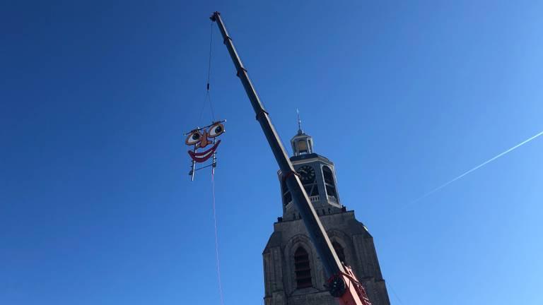 De Peperbus in Bergen op Zoom wordt weer aangekleed voor de Vastenavend (foto: Raoul Cartens)