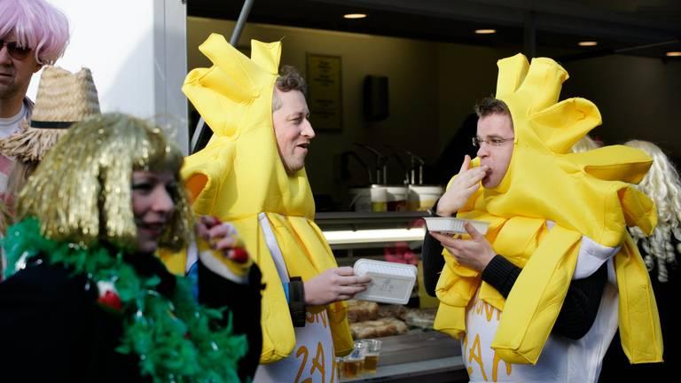 We gaan tijdens carnaval het liefst voor iets van de snackbar. (Foto: ANP)