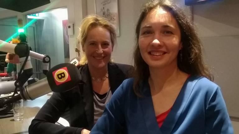 Hagar Roijackers (L) van GroenLinks en Anne-Marie Spierings van D66 te gast. Foto: Omroep Brabant