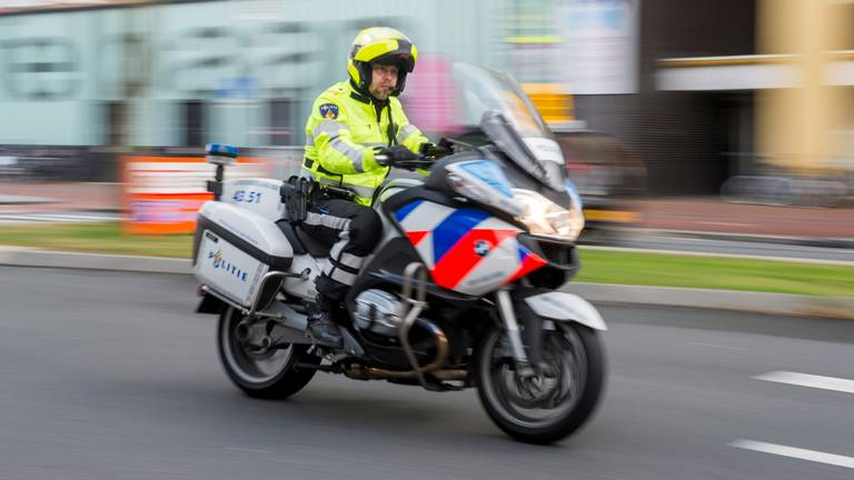 Een motorrijder kwam achter de dronken scooterrijder aan. (Foto: ANP)