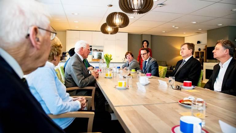 Aan tafel in Lieshout (Foto: Koninklijkhuis/Twitter)