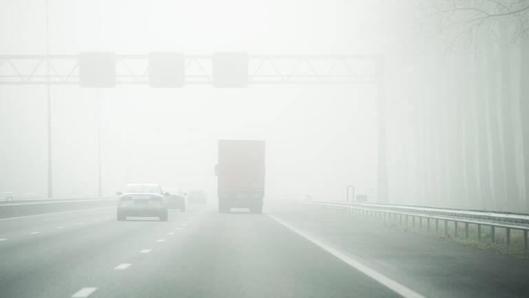 Er hangt dichte lokale mist (Archieffoto: ANP).