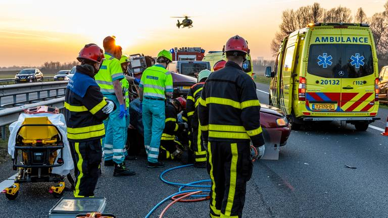 De hulpdiensten werden massaal ingezet (foto: Marcel van Dorst/SQ Vision)