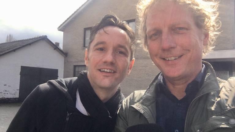 Verslaggever Jan Peels (rechts) met Michael Jackson-fan Thijs Smits.