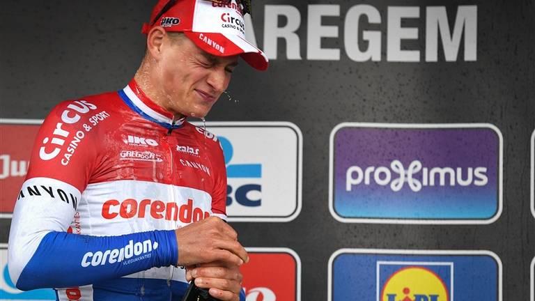 Van der Poel op het podium na winst in Dwars door Vlaanderen. Foto: VI Images.