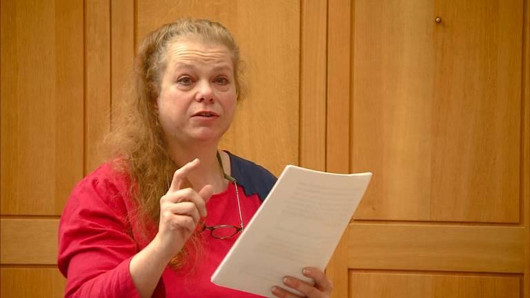 José van Erum houdt de GGZ verantwoordelijk voor de dood van haar dochter Janneke. (Foto: Omroep Brabant)