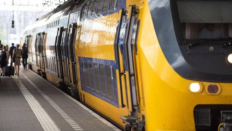 Het treinverkeer via Tilburg ligt zaterdagmiddag en -avond stil (archieffoto: Kevin Cordewener)