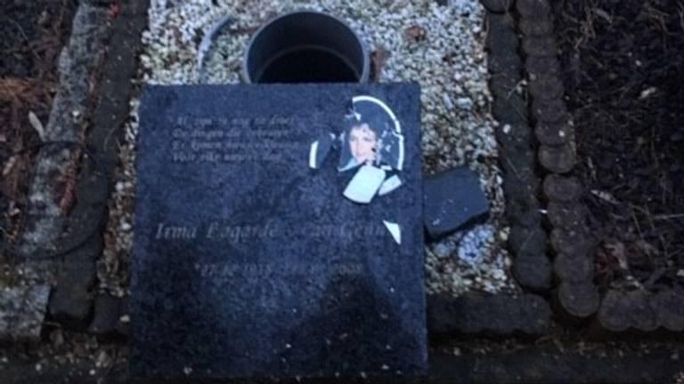 Het urnengraf van Irma. (foto: Esther Lagarde)