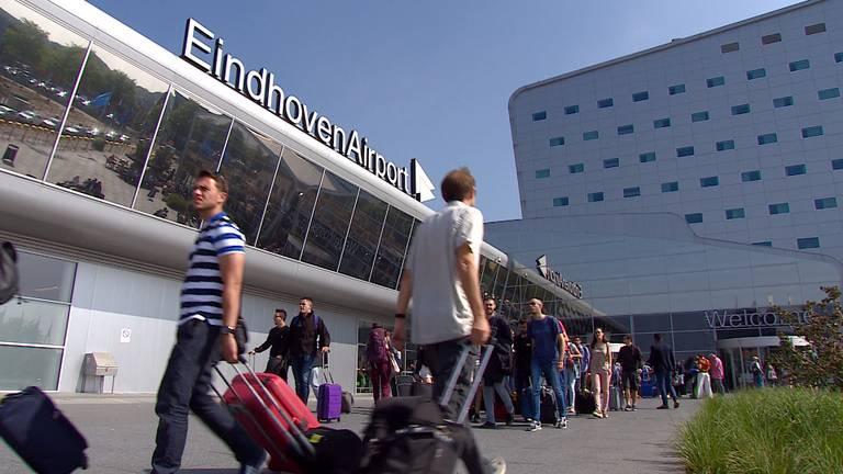 Pieter van Geel presenteert donderdag een rapport over de toekomst van Eindhoven Airport.