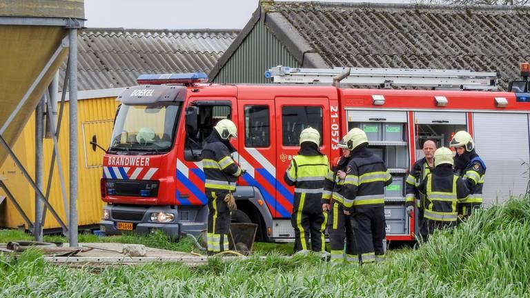 De brandweer van Uden en een technische takel van de brandweer van Boekel zijn ter plaatse. (Foto: Danny van Schijndel)
