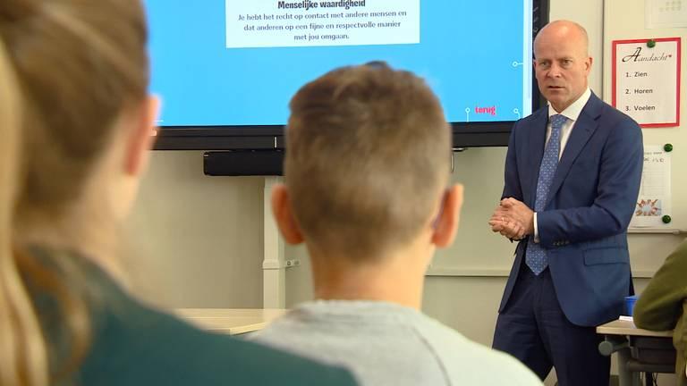 Staatssecretaris Knops voor de klas