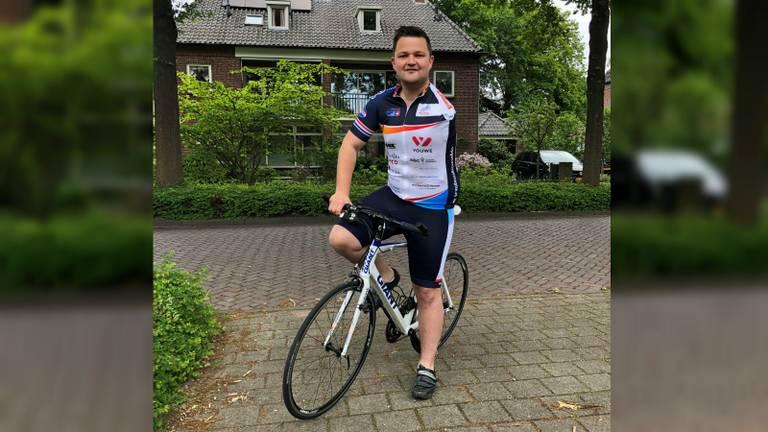 Thijs Kroezen op zijn racefiets (foto: Floyd Aanen)