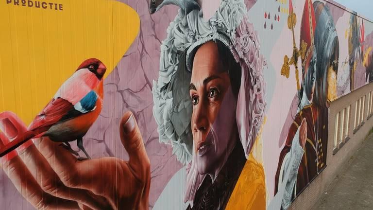 Giga graffiti langs spoor laat geschiedenis van Deurne zien