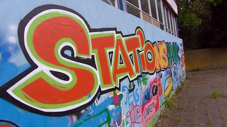 Het station in Deurne is onder meer aangekleed met muurschilderingen