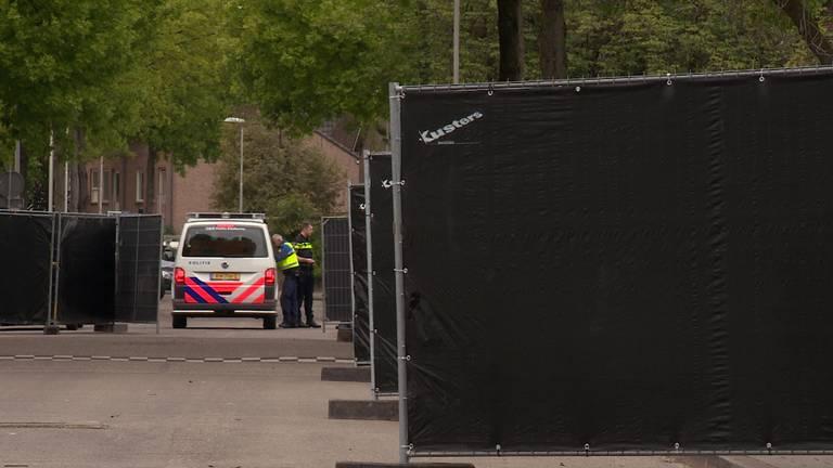 De zwarte hekken bij de moskee op 6 mei.