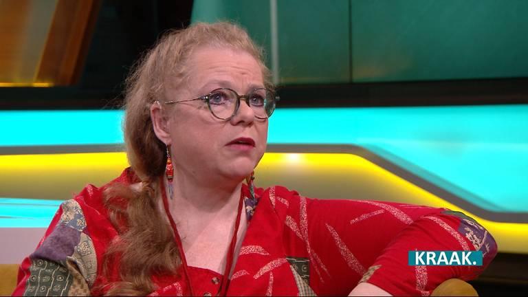 José van Erum vertelt in KRAAK. over haar strijd tegen de GGzE. (Foto: Omroep Brabant)