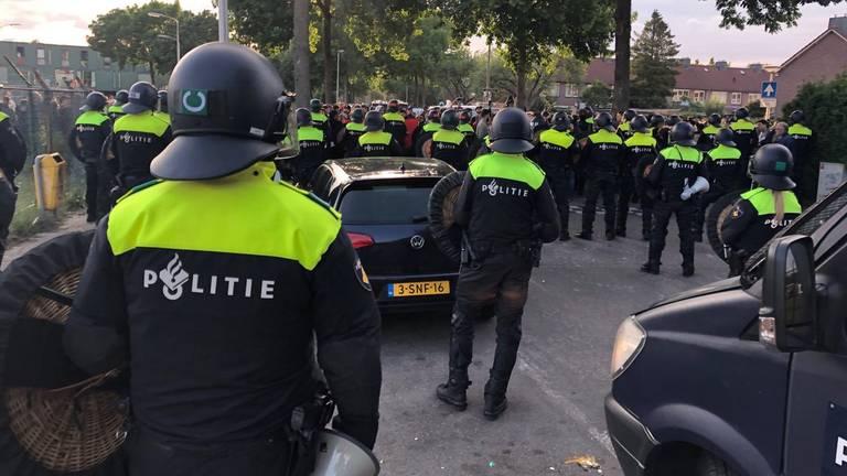 Politie in actie tijdens rellen in Eindhoven (archieffoto)