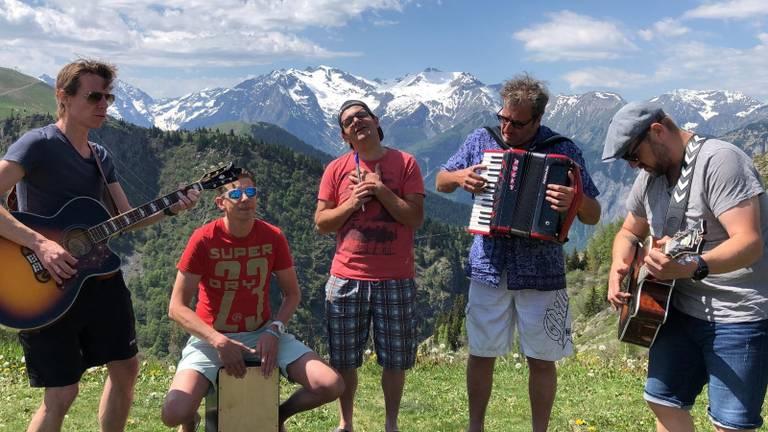 Pater Moeskroen: de muzikale motivators van Alpe D'HuZes