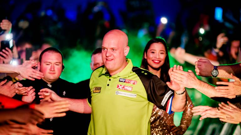 Michael van Gerwen tijdens Kings of Darts. (Foto: ANP)
