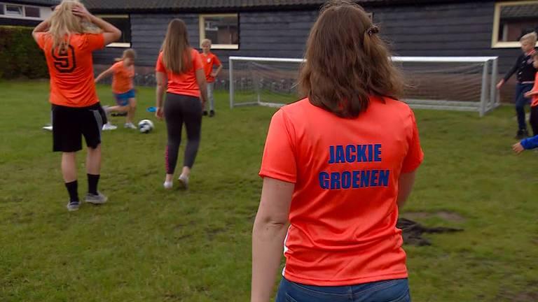 Annemieke (10) is groot fan van Jackie Groenen. (beeld: Jan Waalen)