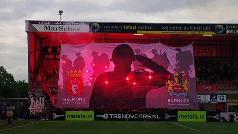 Voor deze sfeeractie gaf de KNVB een boete van 3750 euro. (Foto: Wim van den Broek)