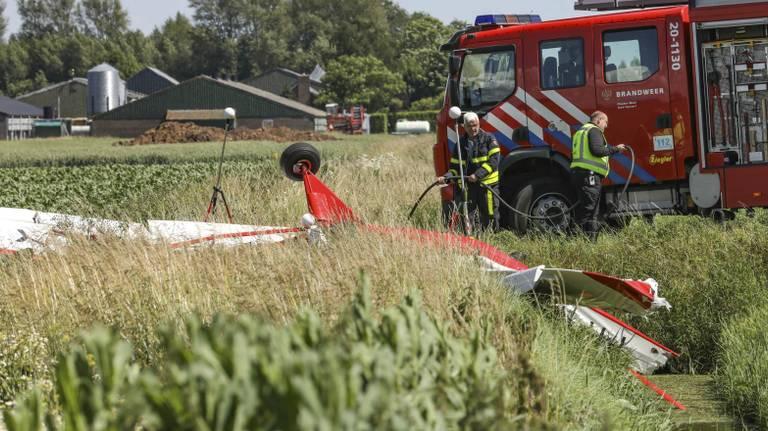 Het gecrashte vliegtuigje bij Oudemolen Foto: Joey Bremer / MediaTV