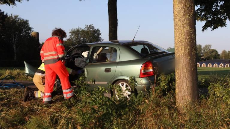 Het ongeluk op de Slagkampweg in Rosmalen gebeurde rond kwart voor zes 's nachts. (Foto: Sander van Gils/SQ Vision)