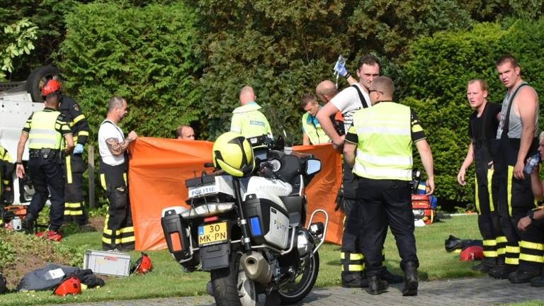 Dode bij ongeval in Oud Gastel. (Foto: Jeroen Stuve)