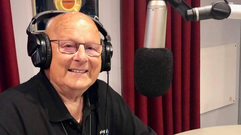 Jan Mangnus aan de praat bij Rucphen FM (foto: Erik Peeters)