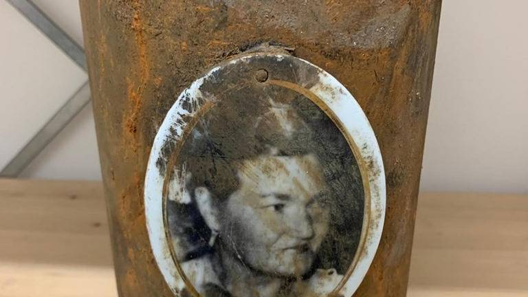 Wie herkent deze vrouw? (Foto: Politie Eindhoven / Facebook)