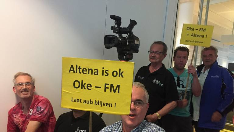 Fans en medewerkers van lokale omroepen Altena vechten met elkaar en vooral voor zichzelf.