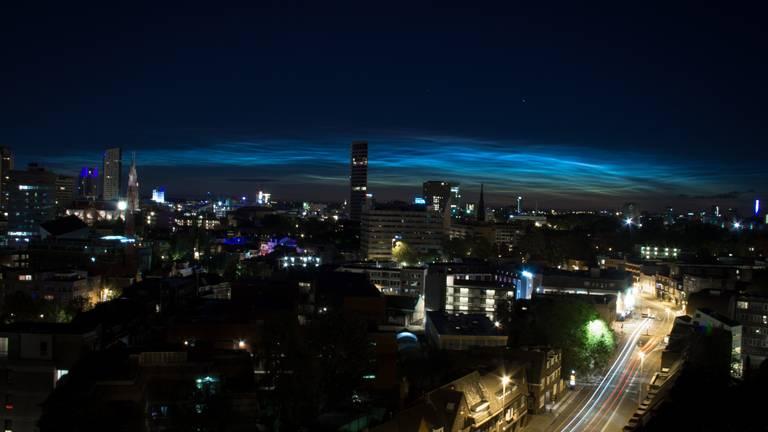 Lichtende nachtwolken boven Eindhoven. (Foto: Kyrin van IJzeren)