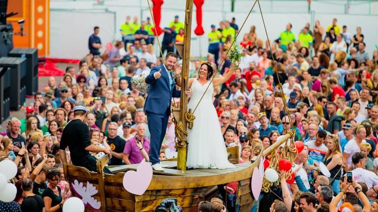 De tortelduifjes in het huwelijksbootje. (Foto: Christiaan Valk)