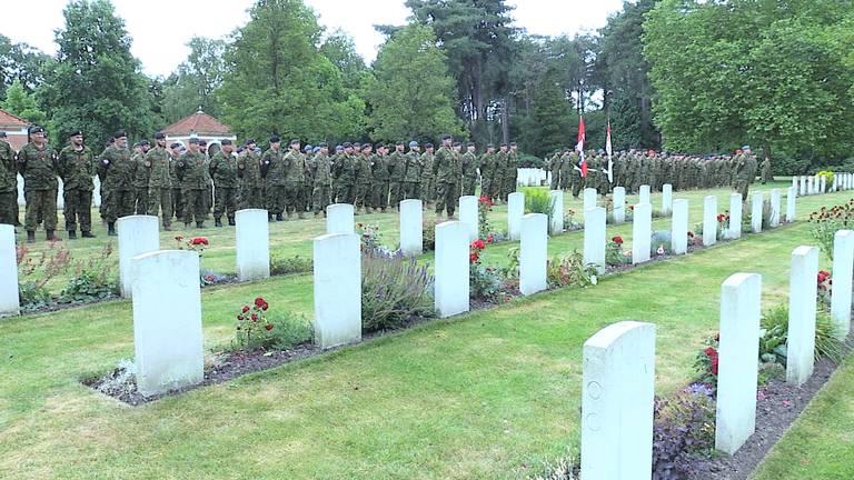 Canadese soldaten eren hun gevallen landgenoten in Bergen op Zoom