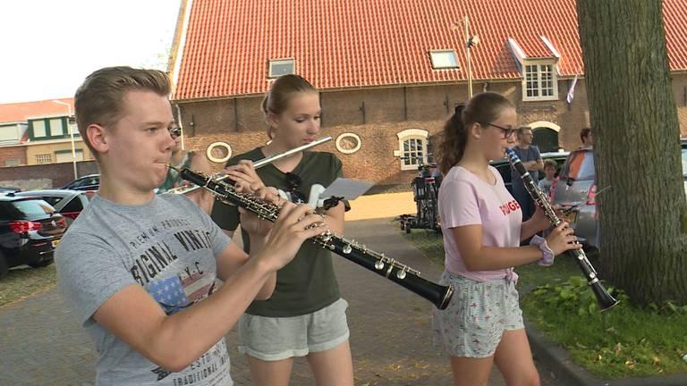 Muziekrepetitie voor de Maria Ommegang van zondag (Foto; Erik Peeters)