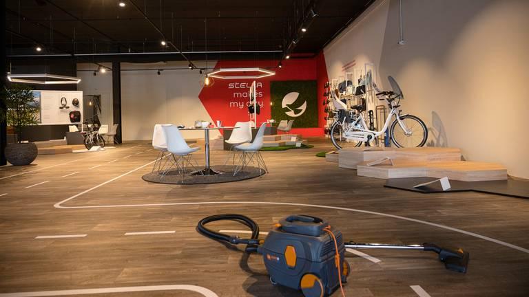 De vrijwel lege showroom (foto: Jack Brekelmans).